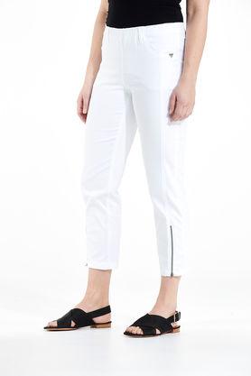 7/8-längd, dra-på-modell med fickor.